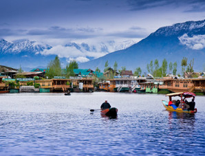 29.-Houseboat-Vacation-in-Kashmir